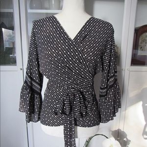 Gorgeous MAX STUDIO Black & White Wrap Blouse